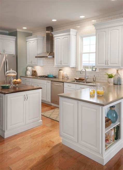 white kitchen cabinets lowes lowes instock kitchen cabinets