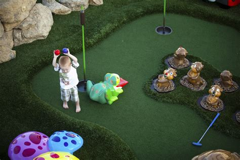 backyard mini golf how to build a backyard mini golf course howstuffworks
