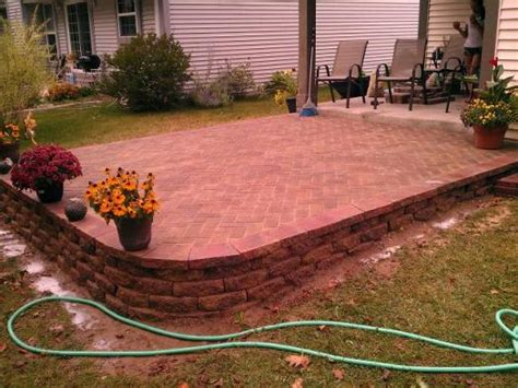 how do you build a patio slope for patio with retaining wall doityourself community forums