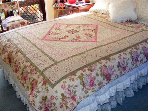 bed quilts pictures of quilts with a hearts and flowers theme