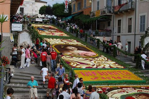 festival italia flower carpets at infiorata festival italy amusing planet