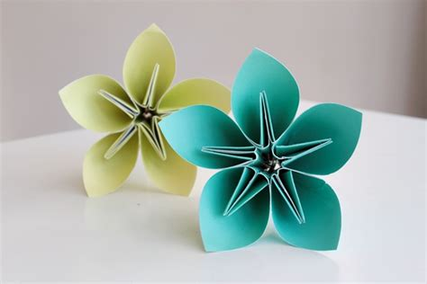 craft paper work for make a bouquet of beautiful paper flowers for s day