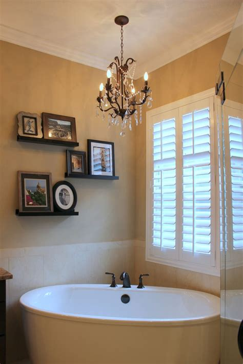 chandelier in the bathroom 25 best ideas about bathroom chandelier on