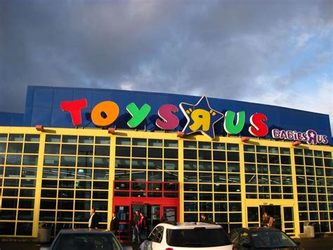 toys r us toys r us to hire 400 oregonians for its shopping