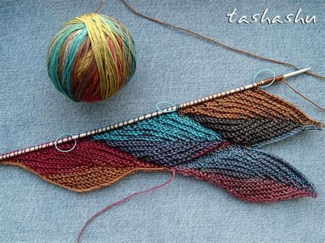 revelry knitting autumn leaves stitch pattern pattern by svetlana gordon