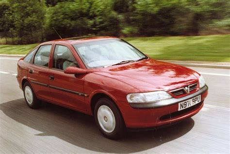 vauxhall vectra hatchback review 1995 2002 parkers vauxhall vectra hatchback 1995 2002 photos parkers