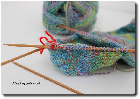 how to knit socks on pointed needles easy knitting socks