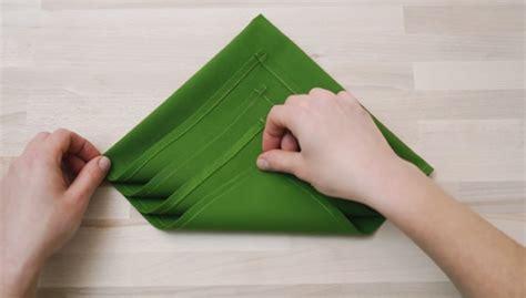 servietten falten weihnachtsbaum how to fold a tree napkin easy step by step