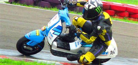 Modifikasi Vespa Pts Racing by Modifikasi Vespa Pts Smallframe Wakil Tim Balap Italia