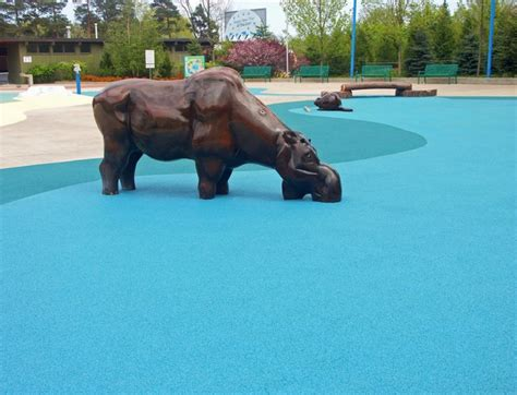 toronto rubber st toronto zoo splash pad surface by rubaroc rubber safety