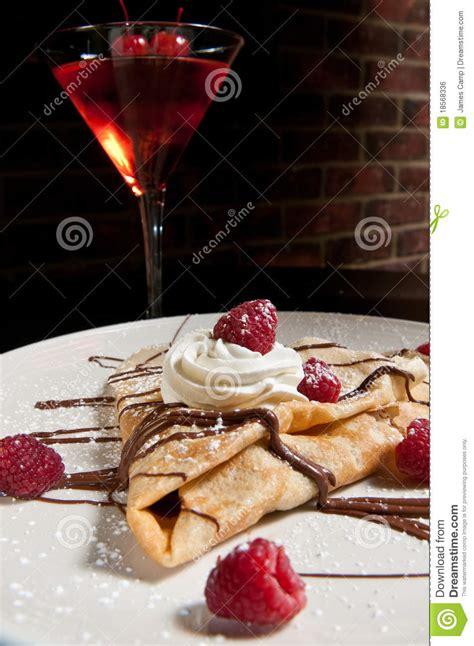 crepe de dessert avec les framboises fra 238 ches image libre de droits image 18568336