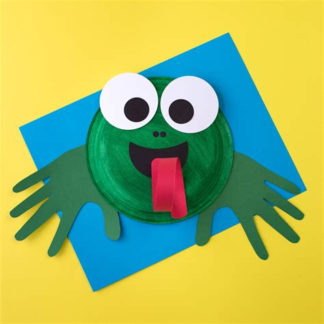 paper plate frog craft how to make a cupcake liner frog craft