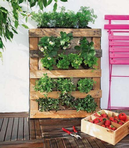 how to make a vertical wall garden 5 projets en palette pour le jardin