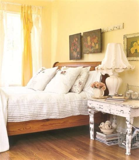 light yellow bedroom best 25 yellow rooms ideas on yellow room
