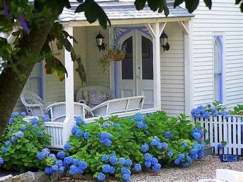 Country Living: Cottage Style Decorating, Cottage Gardens