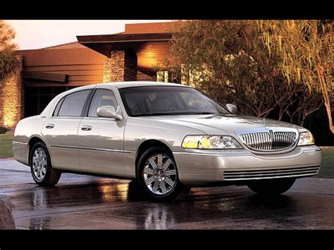 sell 2005 lincoln town car in clifton new jersey peddle