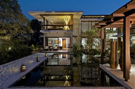 home courtyard the courtyard house hiren patel architects archdaily