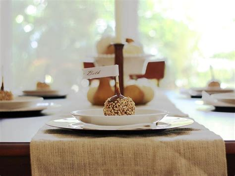 how to make thanksgiving place cards how to make customizable thanksgiving place cards diy