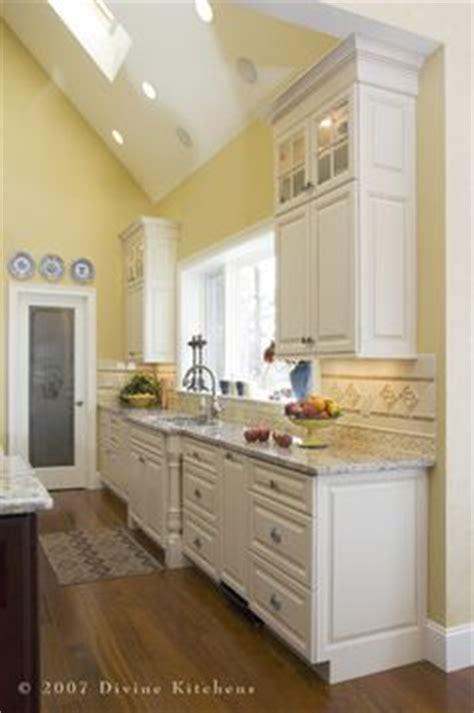 kitchen yellow walls white cabinets 1000 ideas about yellow kitchen walls on pale