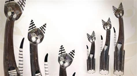 trois statuettes de chats en bois exotique black antik