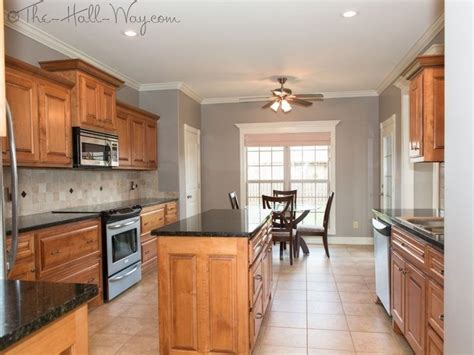 paint colors for kitchen walls with maple cabinets best 25 maple cabinets ideas on