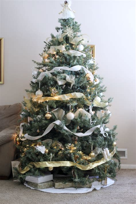 gold and white tree i m dreaming of white gold decororations
