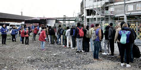 1 600 migrants 233 vacu 233 s de cements porte de la chapelle