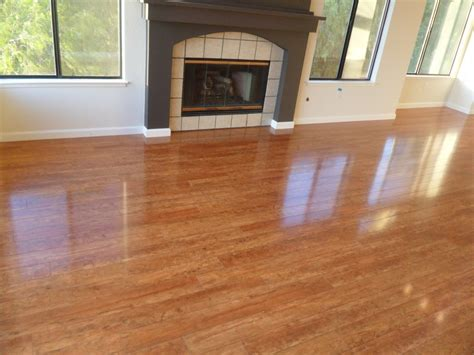 hardwood vs laminate flooring hardwood floor vs laminate the pros and cons homesfeed