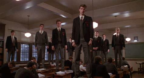dead poets society standing on desks standing on desks gifs find on giphy