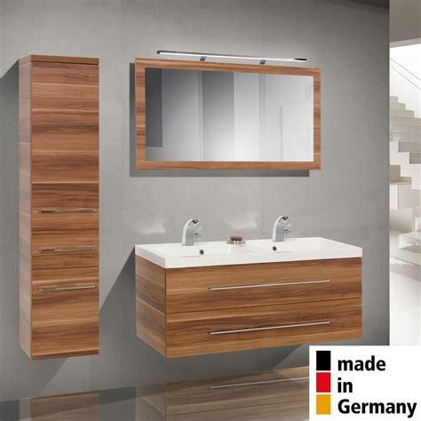 Badezimmermöbel Cremefarben by Die Besten 25 Badezimmerm 246 Bel Set Ideen Auf