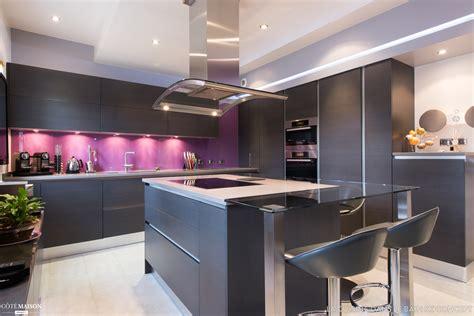 cuisine ouverte m 233 langeant le noir et la couleur sk concept la cuisine dans le bain