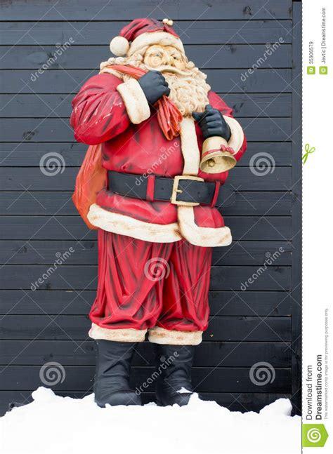 santa statues santa claus statue royalty free stock images image 35906579