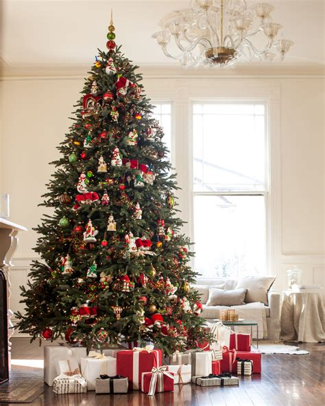 best colors for tree decorations bh fraser fir with mistletoe and ornaments