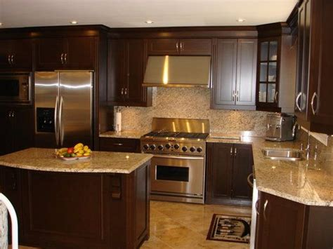 kitchen cabinets with light countertops the wood cabinets light granite countertop and