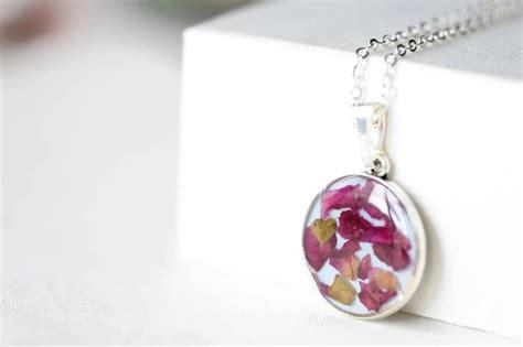 epoxy jewelry epoxy resin pendant with petals pendant necklace