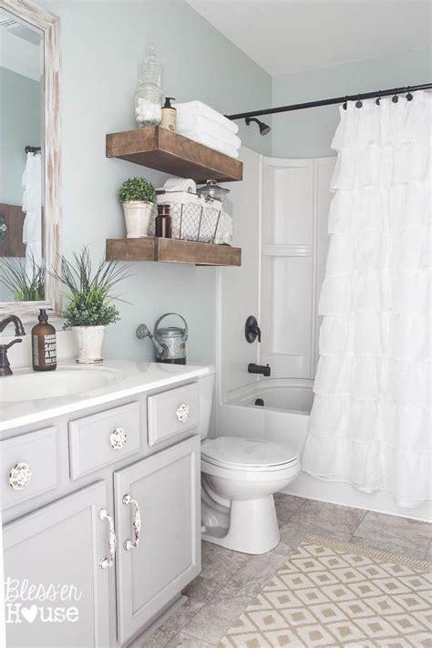 Small Bathroom Makeover Ideas by Best 25 Simple Bathroom Ideas On Simple