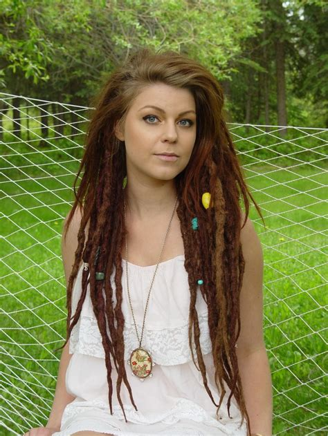 beaded dreads how hers is smooth on top and dreaded on the bottom
