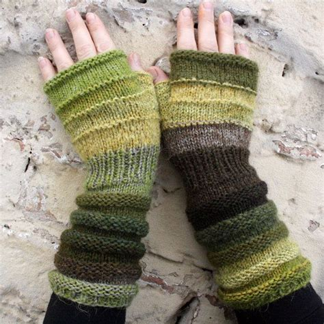 wrist warmers free knitting pattern 1000 ideas about wrist warmers on mittens