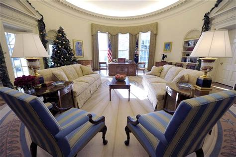 oval office decor obama obama adds his style to oval office decor today gt news