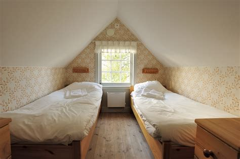 organize small bedroom organizing small bedroom it s all about the right size