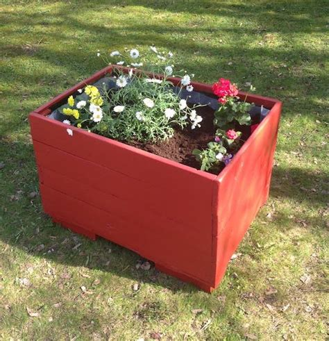 pallet planter boxes 17 creative diy pallet planter ideas for diy projects