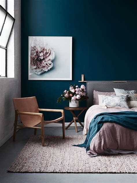 bedroom with blue walls best 25 blue bedrooms ideas on