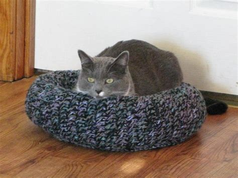 knit cat bed pattern 18 best knitted cat beds images on knitted cat