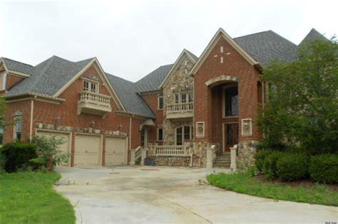 tony house toni braxton s foreclosed atlanta home is contract