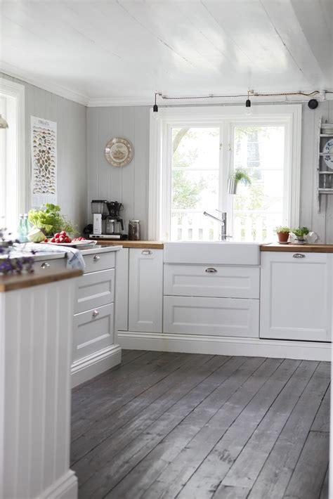 grey wood floors kitchen http 4 bp yqsni0qe1d4 uug1rua6aai