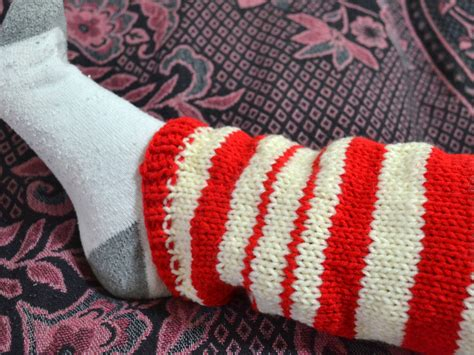 how to knit leg warmers how to knit a pair of leg warmers in rib stitch 10 steps