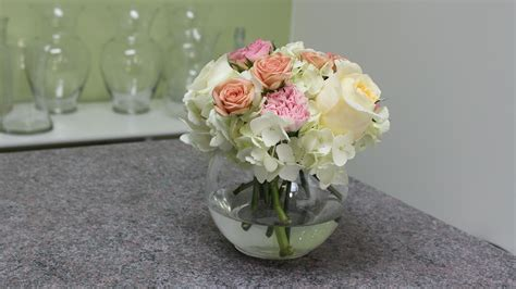 how to make centerpieces how to make a small hydrangea centerpiece