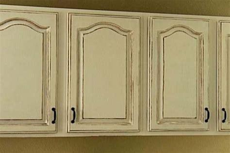 antique paint colors for kitchen cabinets antique white kitchen cabinets for shabby chic style