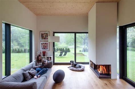 Sichtschutz Längliches Fenster by Haus Des Jahres Gartenzimmer Mit Kamin Bild 3