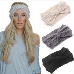 how to wear knitted headbands 25 unique crochet ear warmers ideas on
